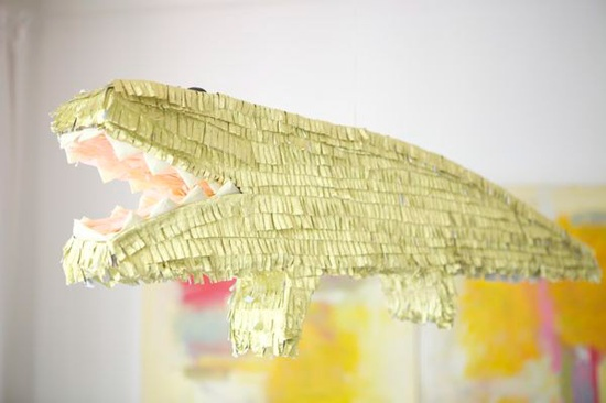 how-to-make-a-golden-alligator-pinata