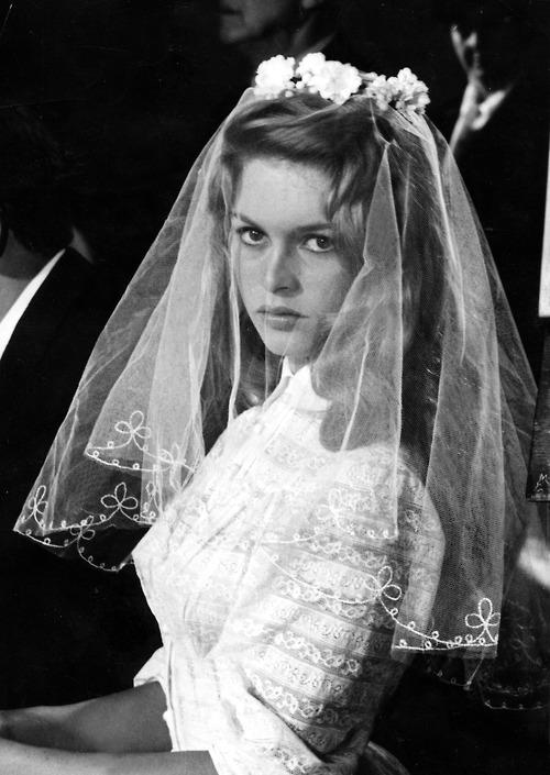 Brigitte BARDOT als Braut in ' Und ewig lockt das Weib '