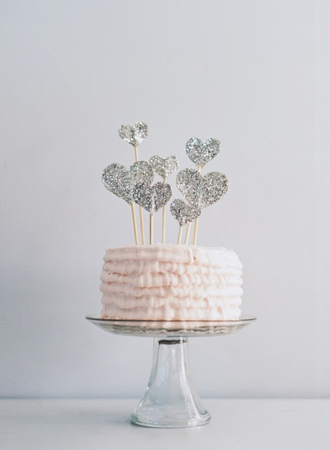 how-to-make-glitter-heart-cake-topper